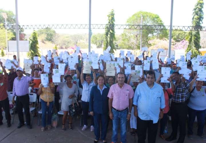 Residentes de Parita reciben 150 títulos de propiedad por parte de la Anati