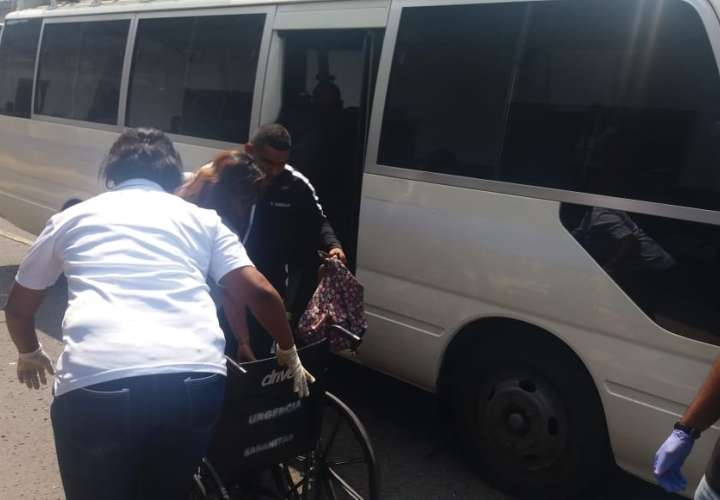 Dos pacientes delicados son trasladados al HST tras accidente de bus en Colón