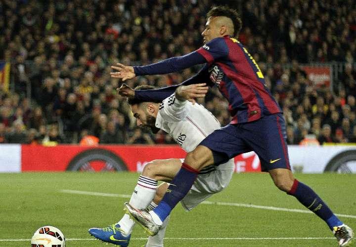 Neymar, quien se recupera de una lesión en el pie derecho, procedió a usar un insulto soez sobre los encargados del VAR. Foto: AP