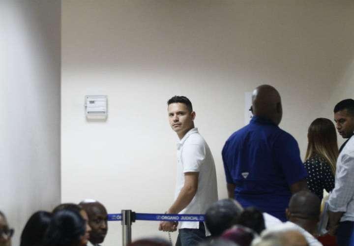 Momentos en que el condenado era llevado a la sala de audiencias. Foto: Edwards Santos Cruz
