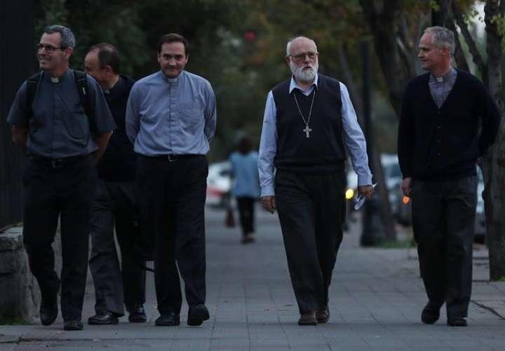 Victimas se solidarizan con periodistas denunciados por Karadima en Chile