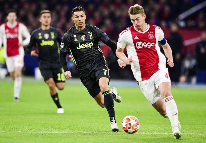Cristiano Ronaldo metió el gol para que su equipo empatará ante el Ajax Amsterdam. Foto: EFE