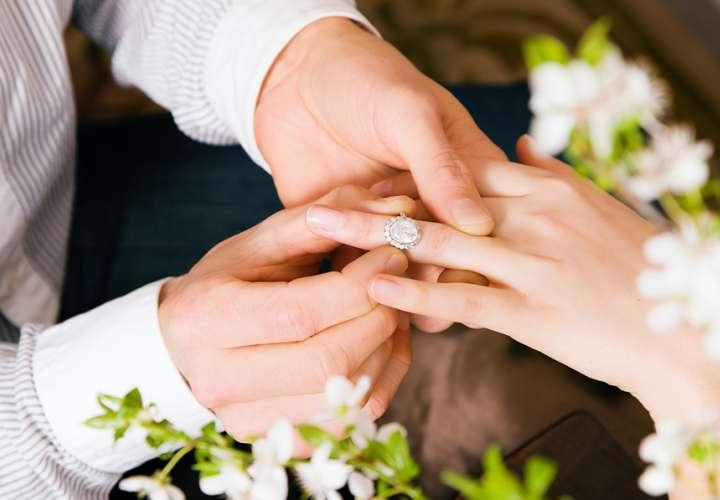 Pide el divorcio de su marido en plena luna de miel al acusarlo de tacaño