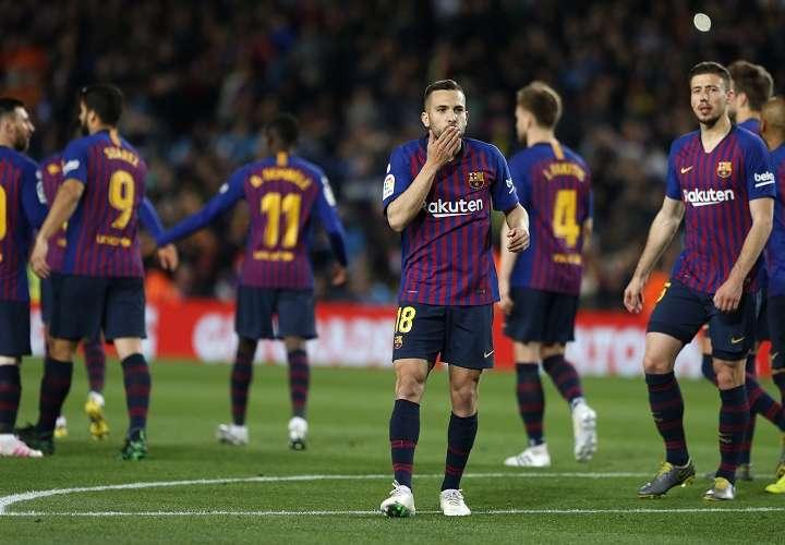 Jordi Alba celebra su gol ante el Real Sociedad. Foto: AP