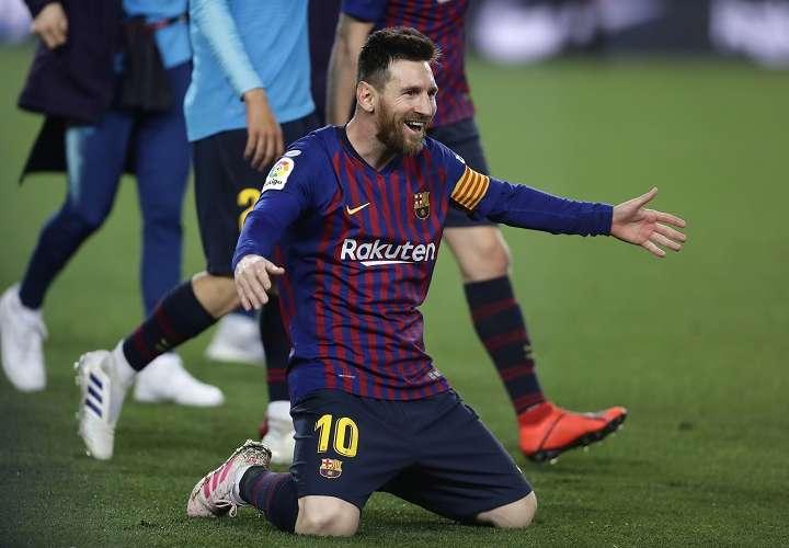 Lionel Messi celebra su título de Liga. Foto: AP