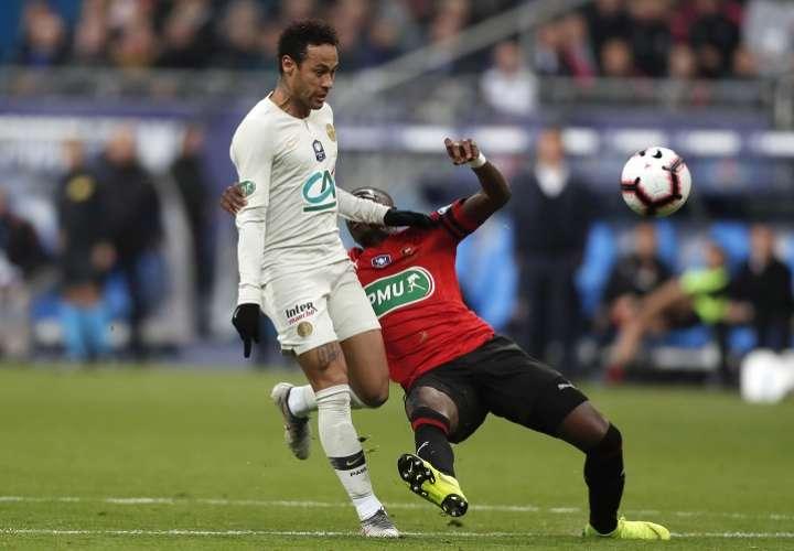 Neymar pierde los nervios fuera del campo