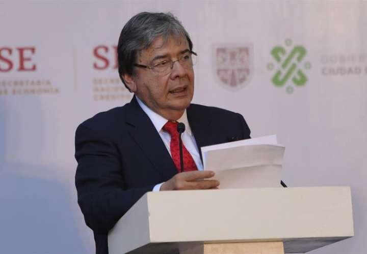 El ministro de Relaciones Exteriores de Colombia, Carlos Holmes, en una rueda de prensa en la ciudad de México.