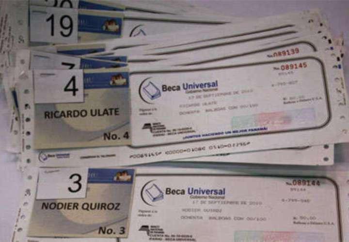 Reprograman pago de Beca Universal