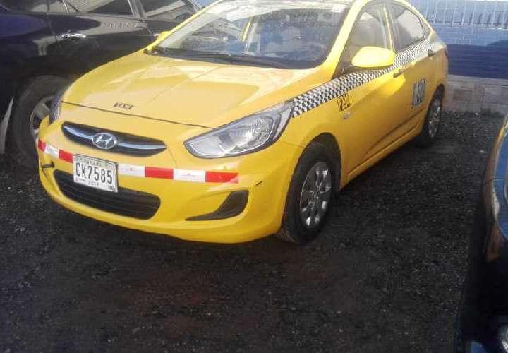 Los sujetos fueron capturados junto a el taxi. Foto: Redes Sociales