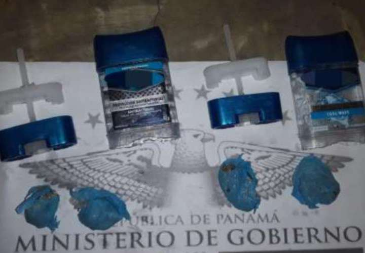 Se las ingeniaron para meter la supuesta droga en la parte de abajo del desodorante, donde el envase no es transparente. Foto: Redes Sociales