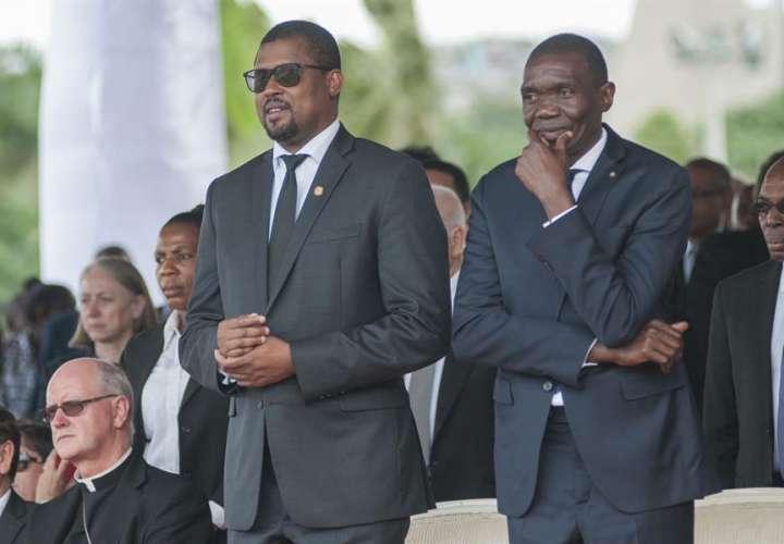 En la imagen, e presidente de la Cámara de Diputados de Haití, Gary Bodeau (i), EFE
