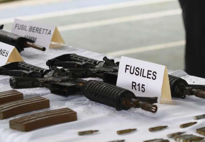 Confiscan 5 armas de guerra en una lancha en Guna Yala