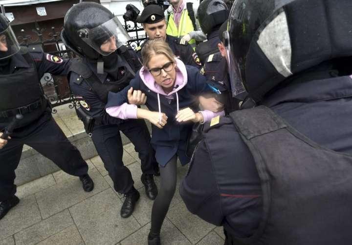 La policía de Moscú suprime protesta y arresta a 600 personas