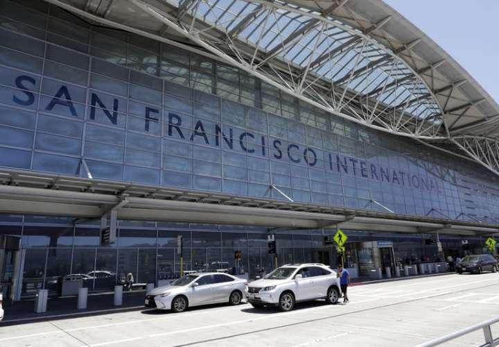 Aeropuerto de San Francisco prohíbe las botellas de plástico