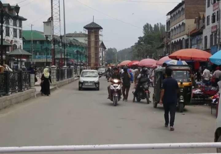 Turistas abandonan la Cachemira india tras orden de autoridades