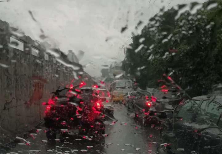 Mal tiempo hasta el domingo por paso de onda tropical y fenómeno mar de fondo