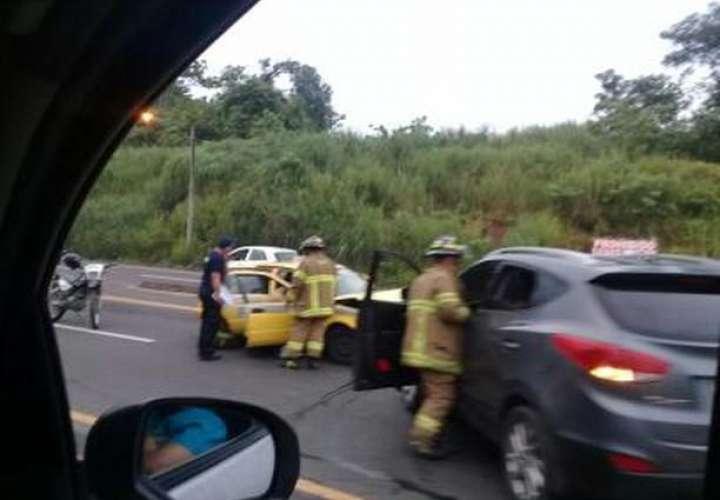 Colisión frontal en Alcalde Díaz deja saldo de tres heridos