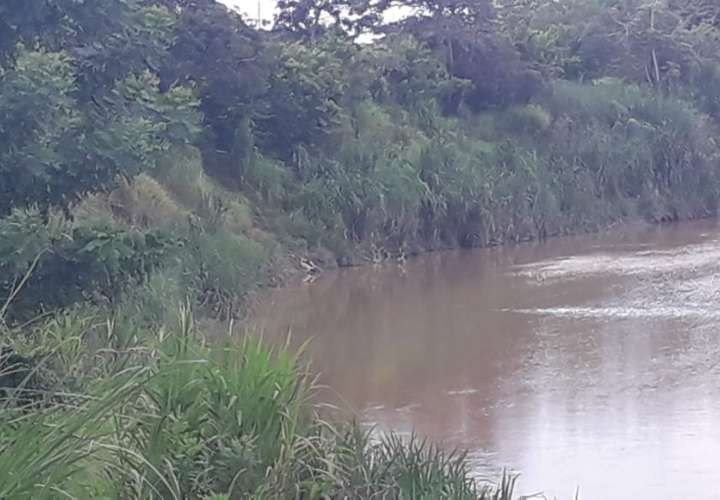 Hallan dos cadáveres en río Pacora