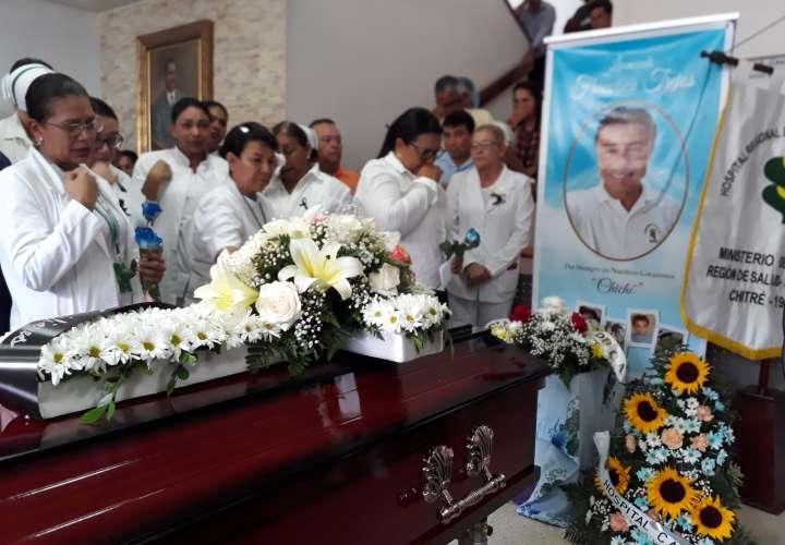 Despiden a enfermero asesinado en Las Tablas