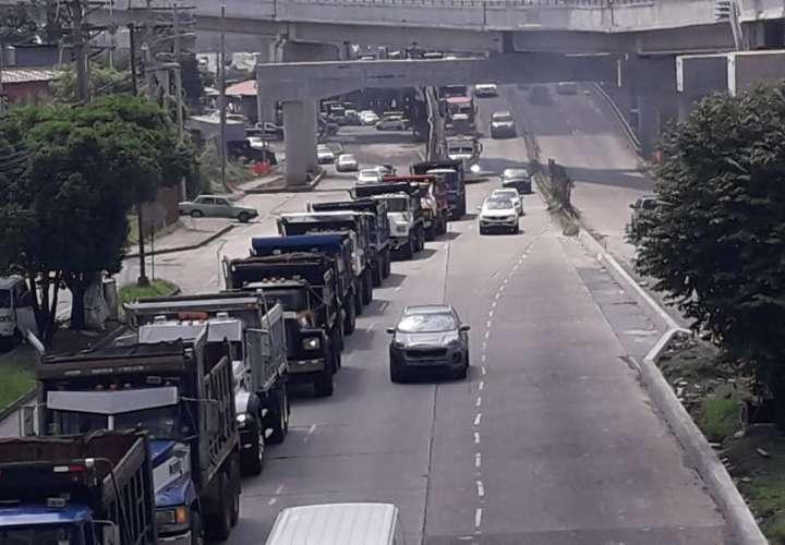 Camioneros realizan caravana para pedir participación en proyectos de Gobierno