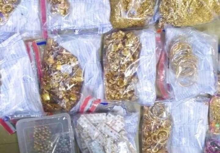 """Capturan a ocho """"correos humanos"""" que traficaban oro entre Colombia y Panamá"""