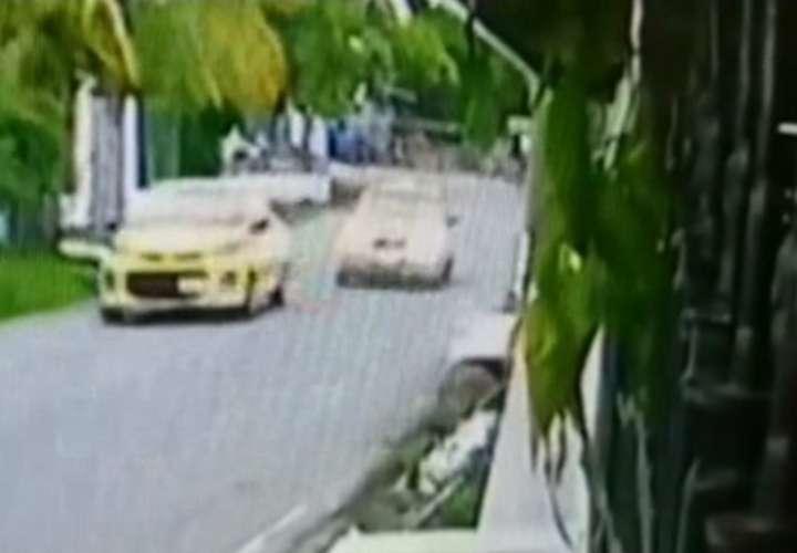 ¡Demencia! Taxis hacen regatas en Las Garzas de Pacora