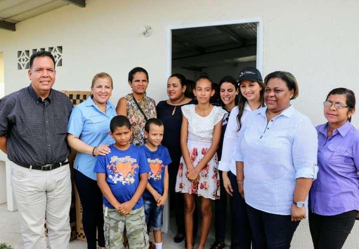 Familia de menor con discapacidad recibe su nueva vivienda en Coclé