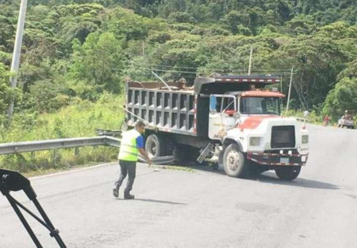 Muere aplastado por su camión
