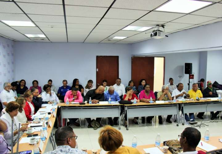Instalan mesa bilateral de gremios docentes