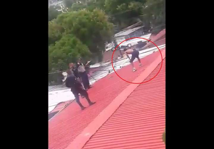 Aprehenden a hombre que corrió sobre techos de varias casas en Veranillo (Video)