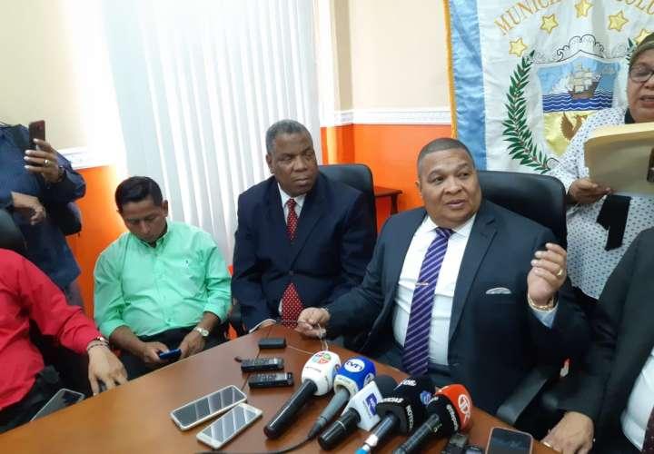Alcalde recula y decide derogar decreto sobre su salario