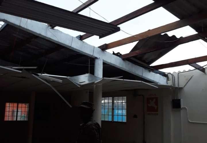 Mal tiempo deja 14 familias sin techo en Colón