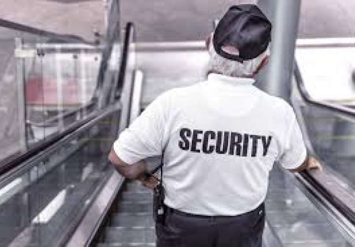Agentes de seguridad usan pistolas de juguetes