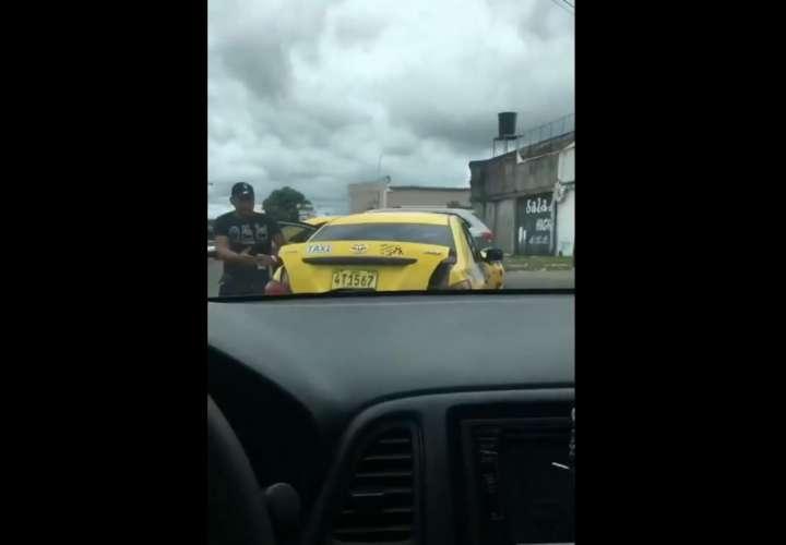 Taxista machetea en la cara a otro conductor (Video)