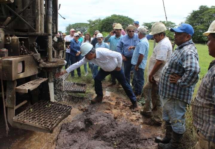 Ubican agua a 70 pies de profundidad en pozo perforado en Los Santos
