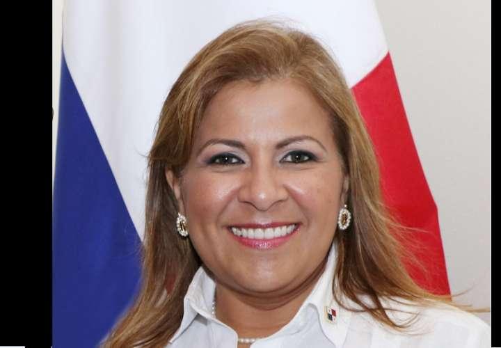 Ministra Samudio sustenta traslado de partidas por $21.8 millones