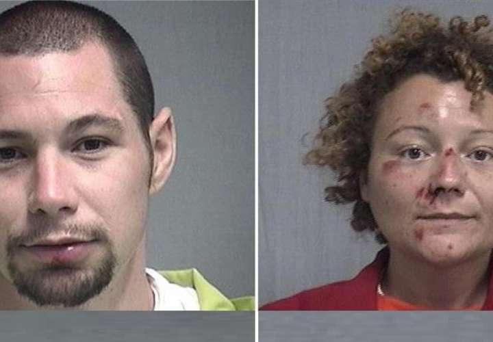 Encuentran a una pareja borracha teniendo sexo dentro de una patrulla