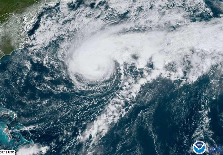 Huracán Humberto sube a categoría 3 mientras se acerca peligrosamente a Bermudas