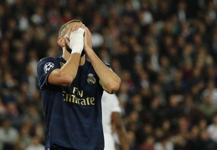 Karim Benzema se lamenta./ AP