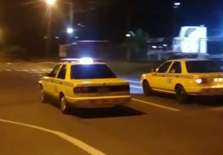 ¡'Cuero, cuero'! Taxistas hacen regatas clandestinas en Chilibre