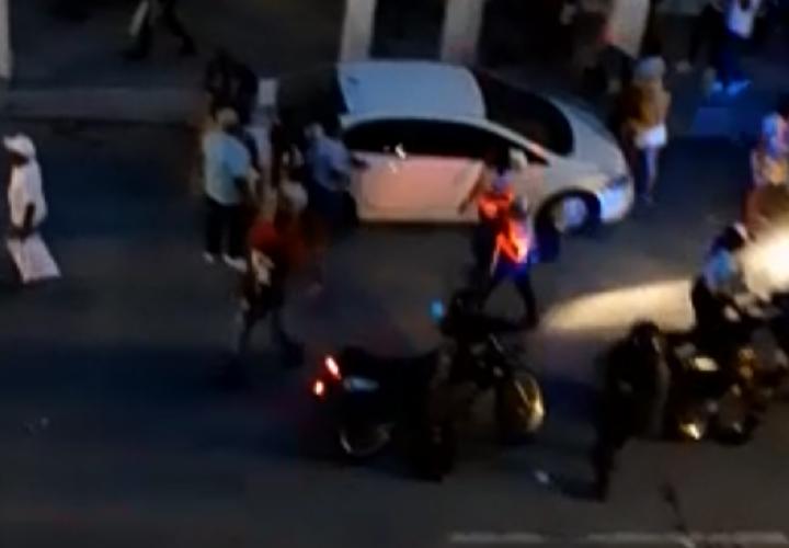 Disparos y desorden en las calles de Colón por suspensión de desfile [Video]