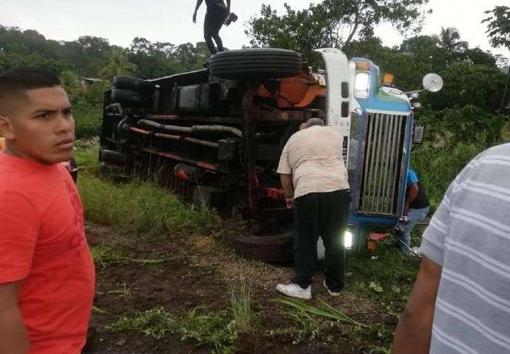 Vuelco de bus en Colón deja 15 heridos
