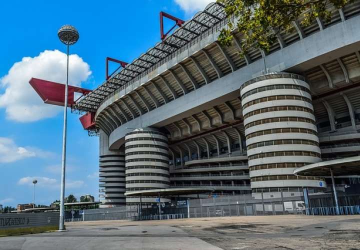 ¿Se mueven las escaleras de caracol del estadio San Siro? (Video)