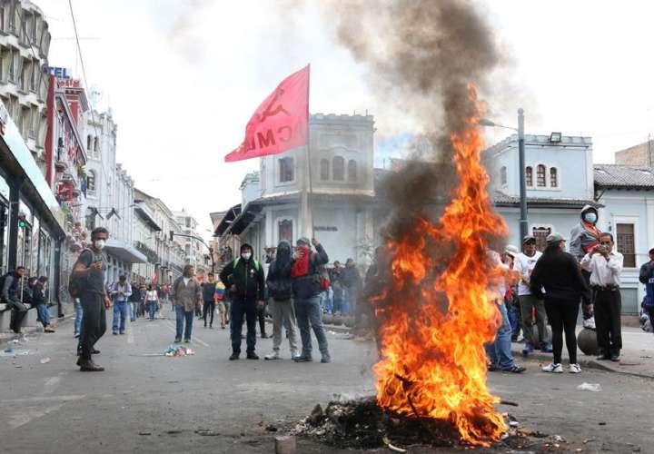 Ecuador vive otro día de protestas debido al aumento del combustible