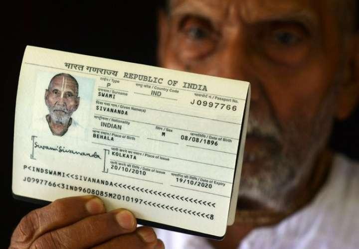 Pasaporte del monje hindú indio Swami Sivananda.