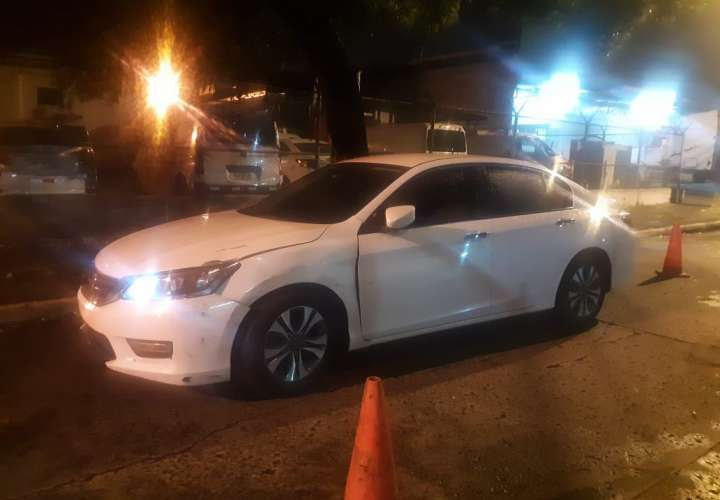 Adolescente detenido por robar auto a conductora de Uber y privarla de libertad