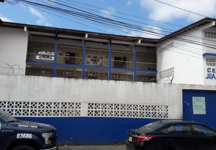 Arrojan arma blanca por ventana de centro educativo en Colón