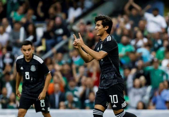 El jugador de México José Macías celebra una anotación ante Panamá. Foto: AP