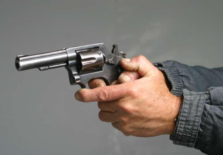 Roban arma a conductor de diputado