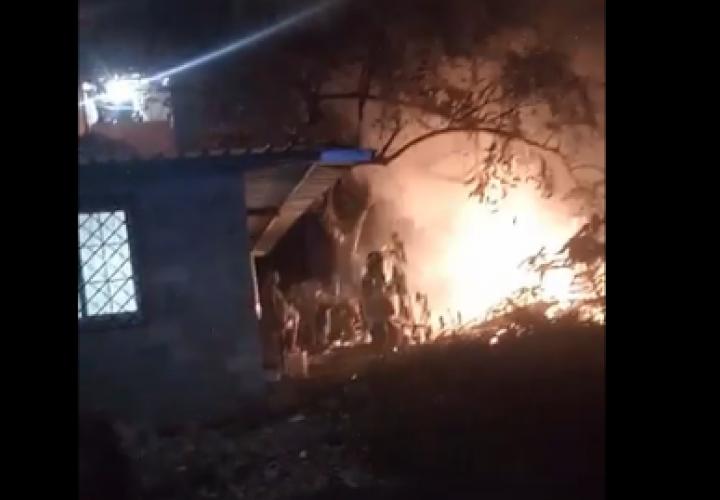 Casa en Pueblo Nuevo quedó hecha cenizas [Video]